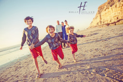 Amazing candid creative kids running at the beach family photos